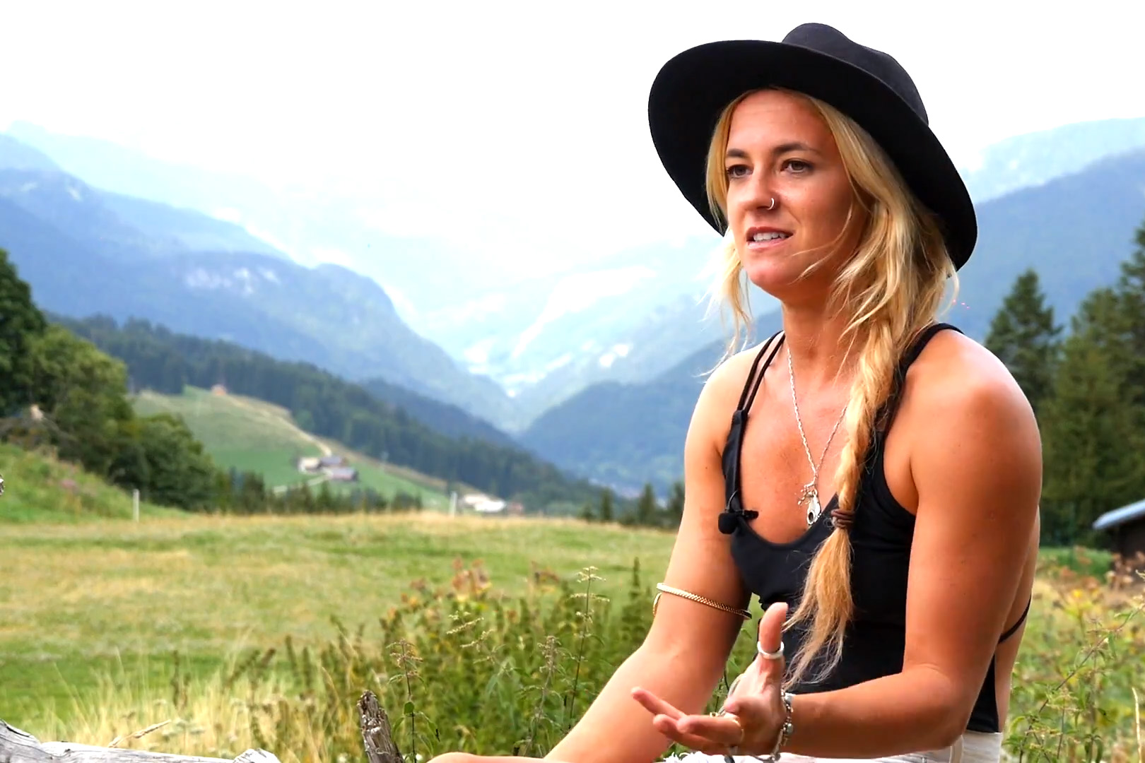 Mad To live Sophie Everard surfer girl Mountains Morzine Pic de Nyon